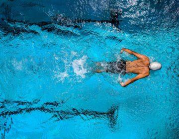 10 причин, почему надо плавать в бассейне