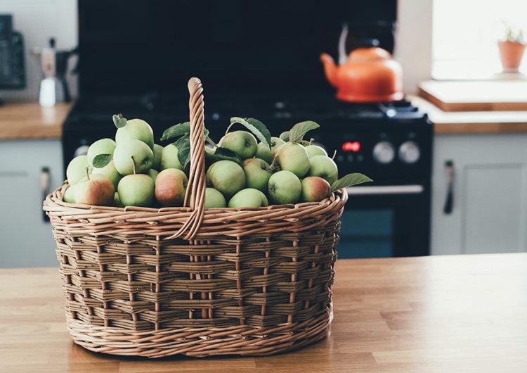 От зефира до кетчупа: что приготовить из яблок, когда надоела шарлотка