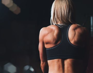 5 видеотренировок для красивой спины
